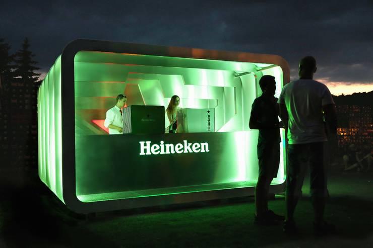 Pop Up bar for Heineken:  Commercial Spaces by studio deFORM