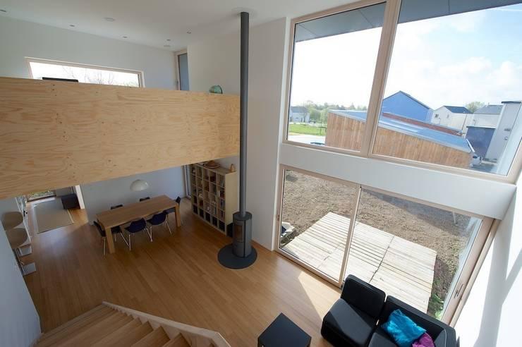 MD12-séjour et mezzanine: Maisons de style  par Tektolab architectes