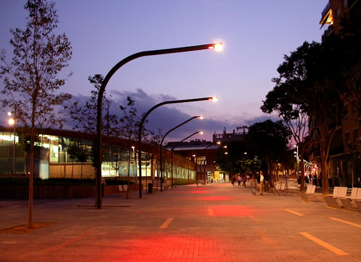 HamLED / Lighting: Jardín de estilo  de KXdesigners