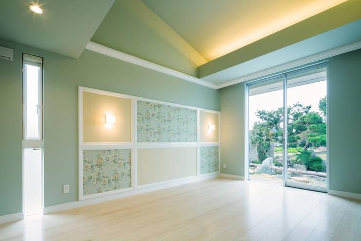 寝室1: 菅原浩太建築設計事務所が手掛けた寝室です。