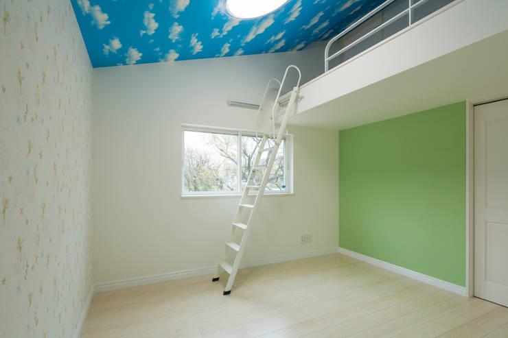 寝室2: 菅原浩太建築設計事務所が手掛けた寝室です。