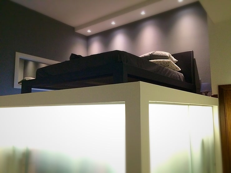 CASA SR: Camera da letto in stile  di Nau Architetti