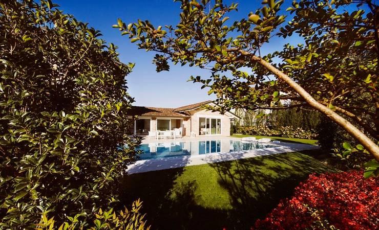 Abitazione Privata: Giardino in stile  di Studio Tecnico Magenis Professionisti Associati