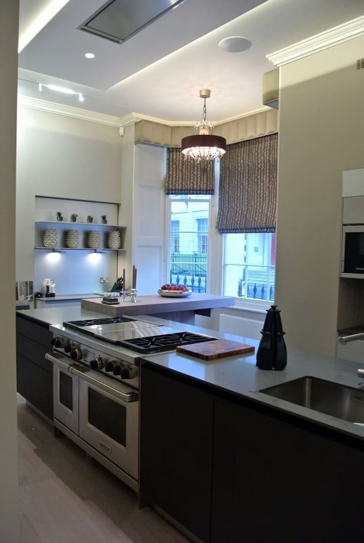 Luxury London townhouse:  Kitchen by Inspire Audio Visual