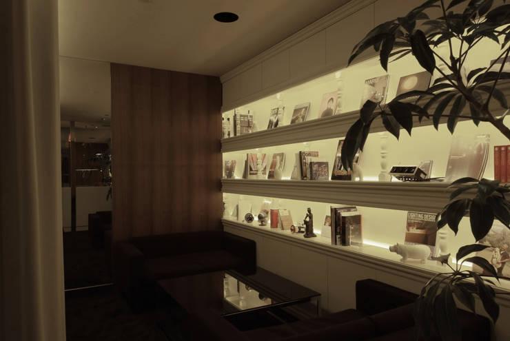 Meeting space-1 の Shigeo Nakamura Design Office モダン