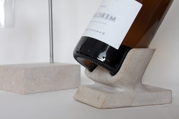socle à bouteille en pierre de Bourgogne: Cave à vin de style  par Marie Deley