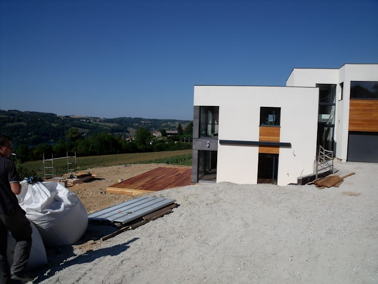 En fin de chantier facade sud: Maisons de style  par Bak'erige