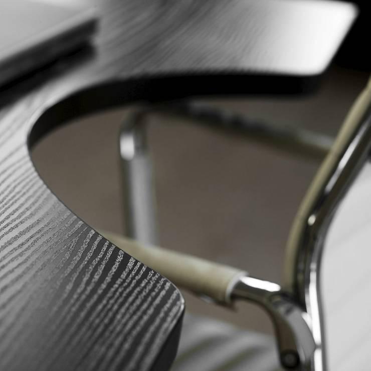 moderner höhenverstellbarer Schreibtisch in Schwarz: modern  von Büromöbel-Experte,Modern