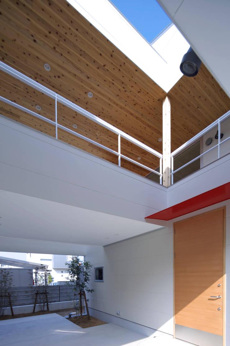 スルウ: 一級建築士事務所 楽工舎が手掛けたガレージです。