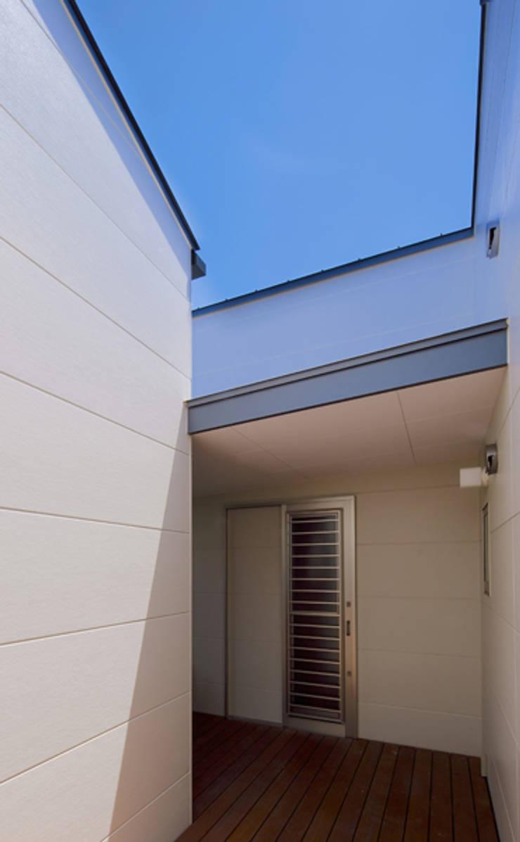 ノマド: 一級建築士事務所 楽工舎が手掛けたテラス・ベランダです。