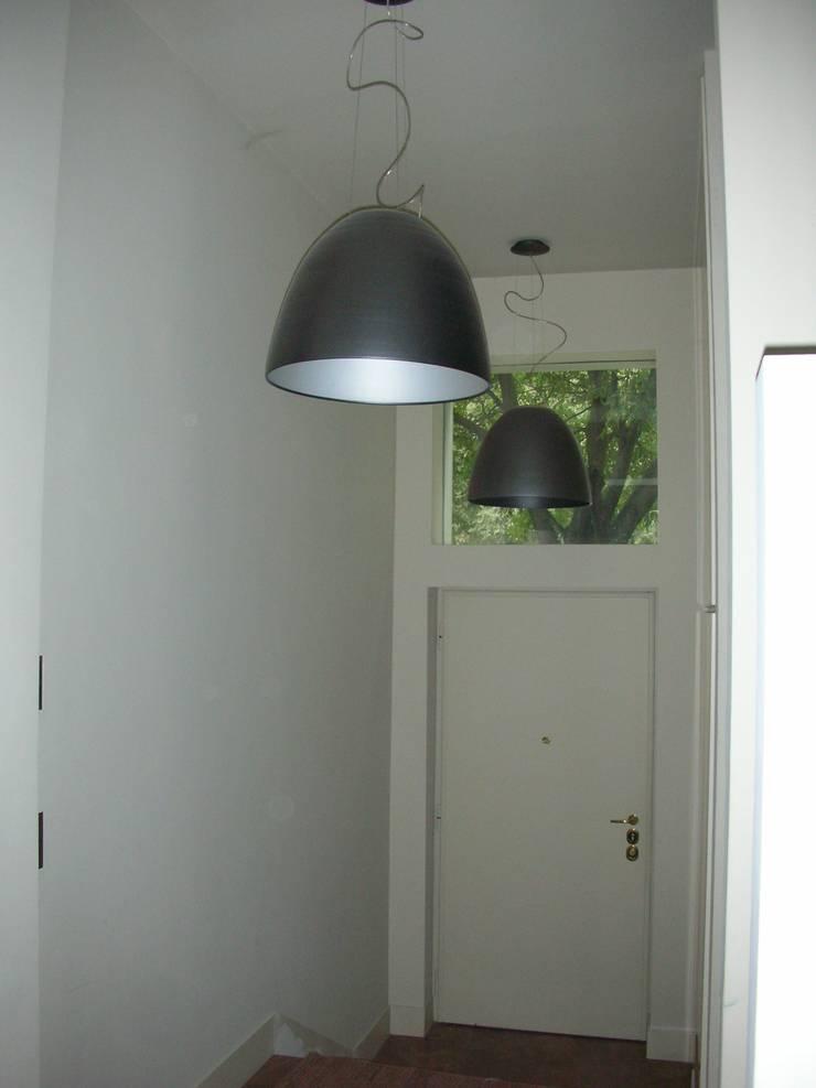 ingresso: Ingresso & Corridoio in stile  di SENSIBILE DE ROSALES, Moderno
