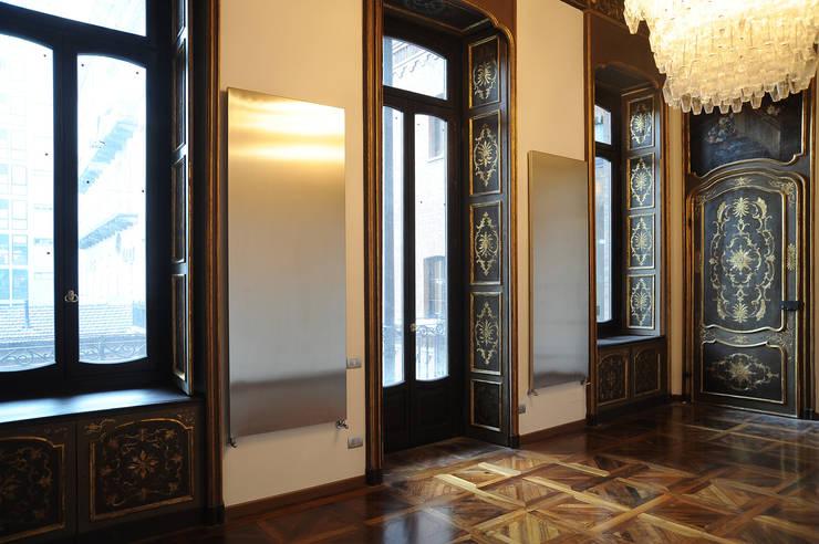 Appartamento al piano nobile: Soggiorno in stile  di TRA - architettura condivisa