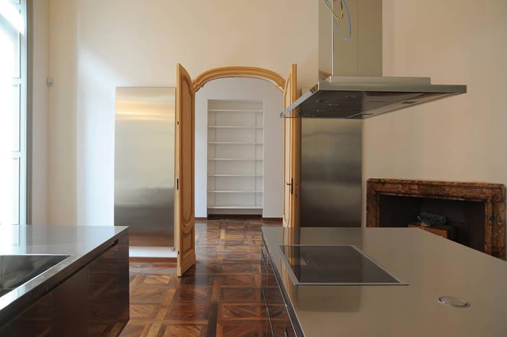 Appartamento al piano nobile: Cucina in stile  di TRA - architettura condivisa
