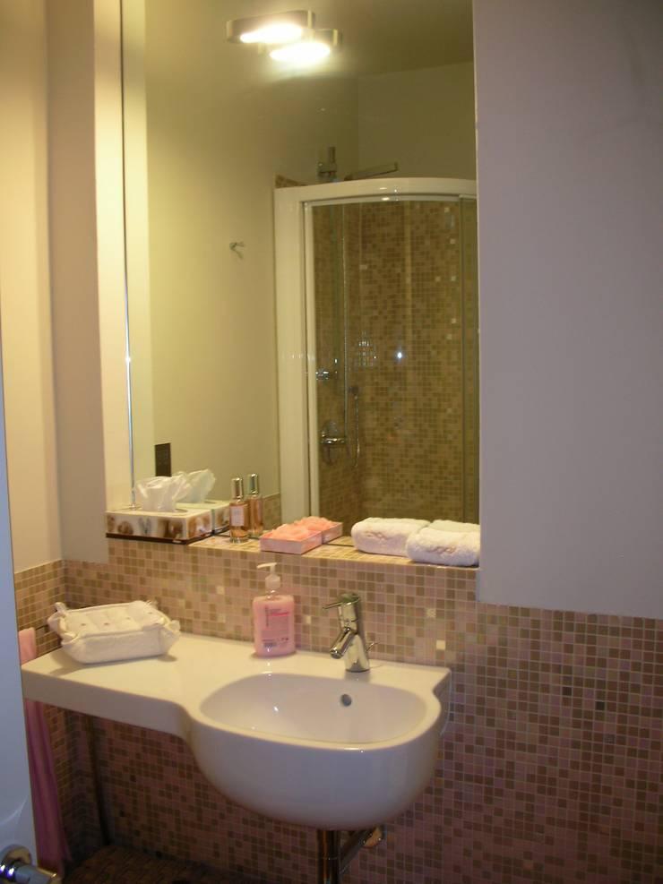 bagno: Bagno in stile  di SENSIBILE DE ROSALES, Moderno