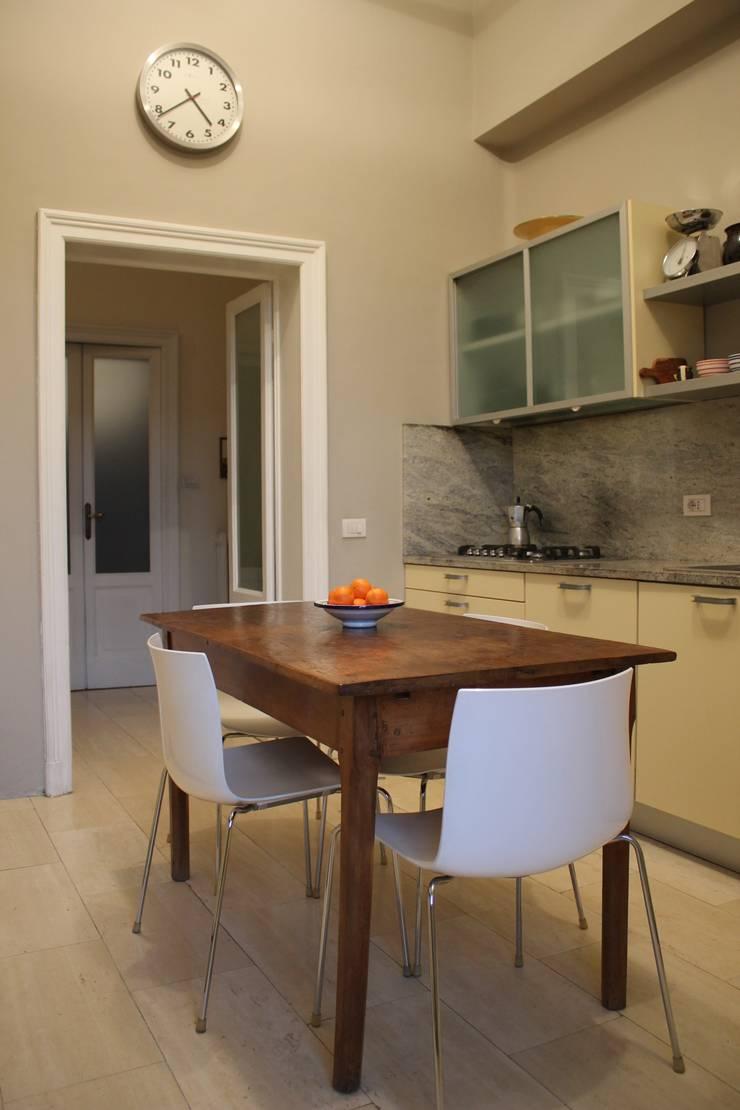 cucina: Cucina in stile  di SENSIBILE DE ROSALES