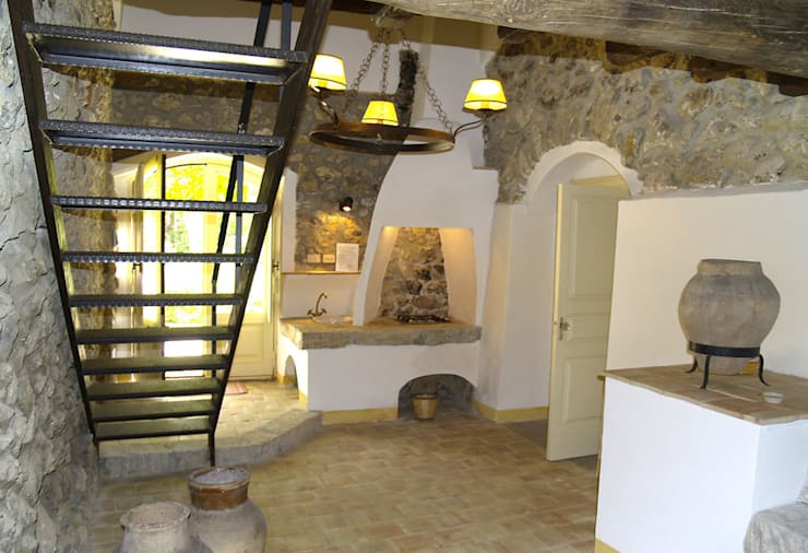 Masseria Mandrascate : Cucina in stile  di Architetto Giuseppe Prato,