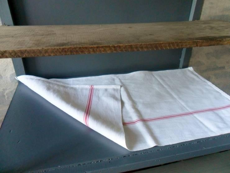 après restauration, détail intérieur:  de style  par Le Torchon en Cavale