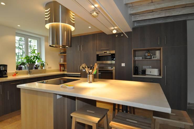 zoom sur les meubles: Cuisine de style  par  Architecte d'Intérieur Paul Jourdain CFAI