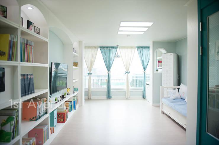 엄마의 사랑이 피어나는 러블리 하우스: 퍼스트애비뉴의  거실