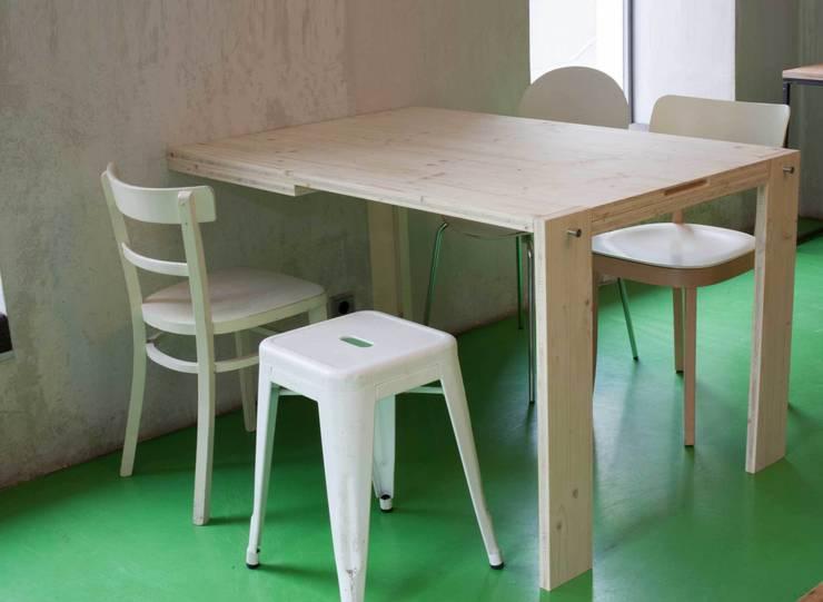 Blackboard Table folded down, seats 5 people:  Küche von IvyDesign