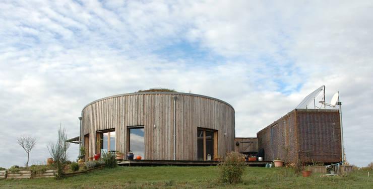 Yourte en bois: Maisons de style  par Virginie Farges