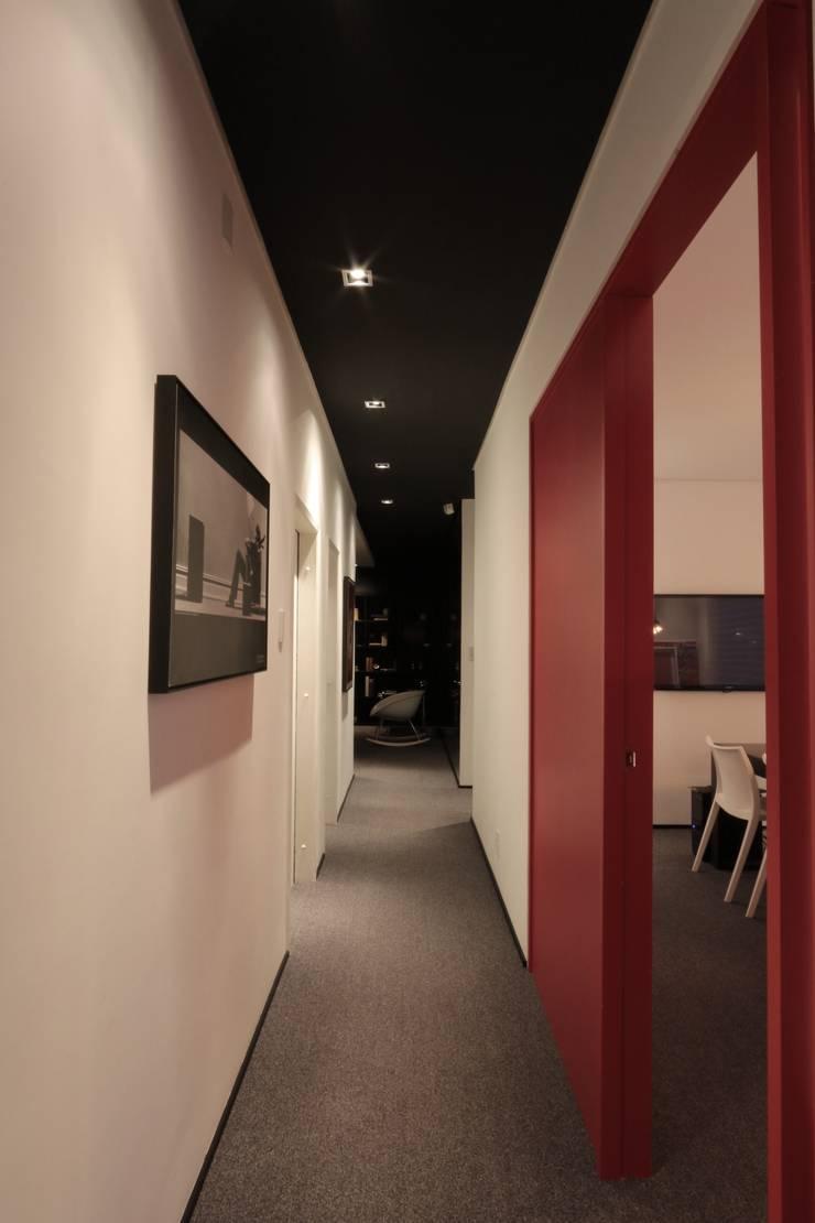 ZAAV Arquitetura – Sede: Corredores e halls de entrada  por ZAAV Arquitetura,Minimalista