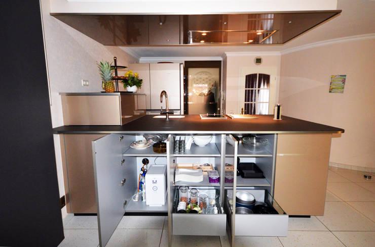 Seitenansicht Abstellfächer:  Küche von homify