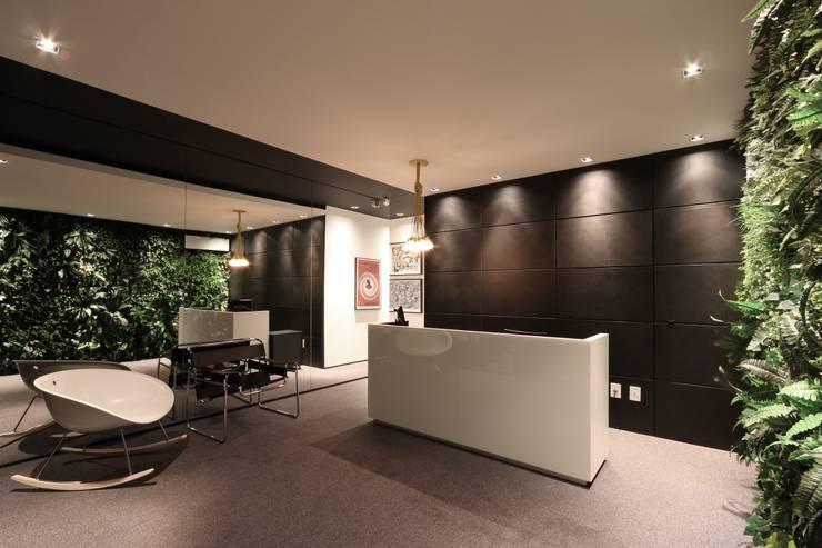 ZAAV Arquitetura – Sede: Escritórios  por ZAAV Arquitetura,Minimalista