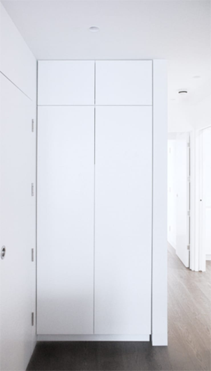 Cupboard:  Corridor & hallway by Salvatore catapano Architects