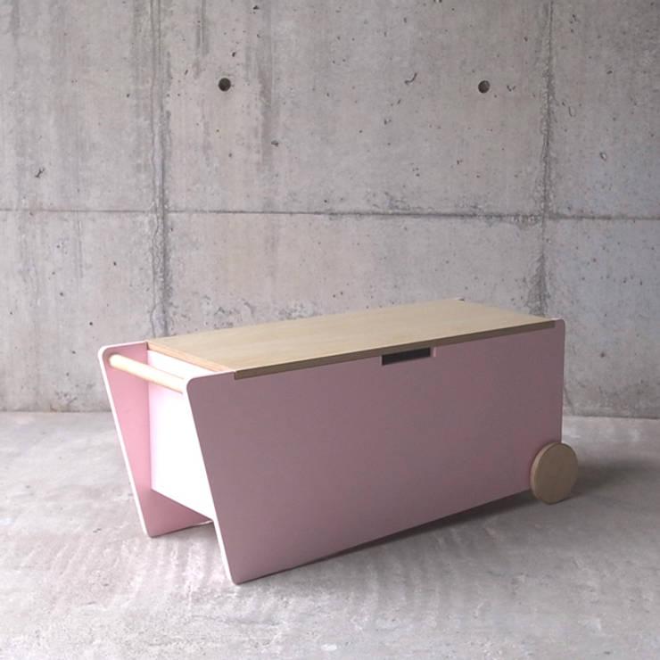 BENCHBOX: MEDIUMが手掛けた多目的室です。