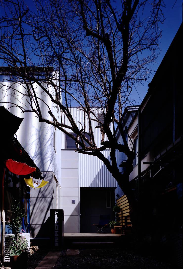 TAN 外観: 濱嵜良実+株式会社 浜﨑工務店一級建築士事務所が手掛けた家です。