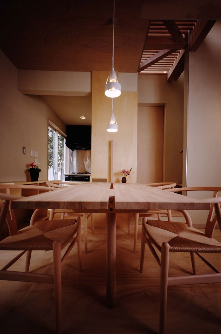 TAN ダイニング: 濱嵜良実+株式会社 浜﨑工務店一級建築士事務所が手掛けたダイニングです。