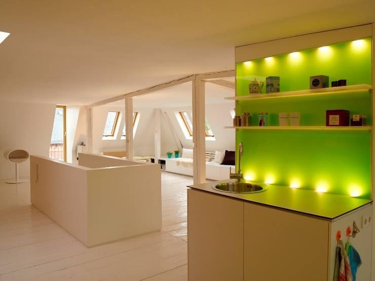 Cozinhas modernas por InteriorPark.