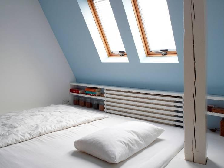Schlafzimmer mit Blick in die Nacht:  Schlafzimmer von InteriorPark.