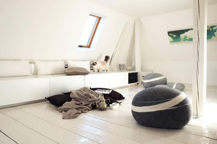Second life - Accessoires aus recycelten Jeans:  Wohnzimmer von InteriorPark.