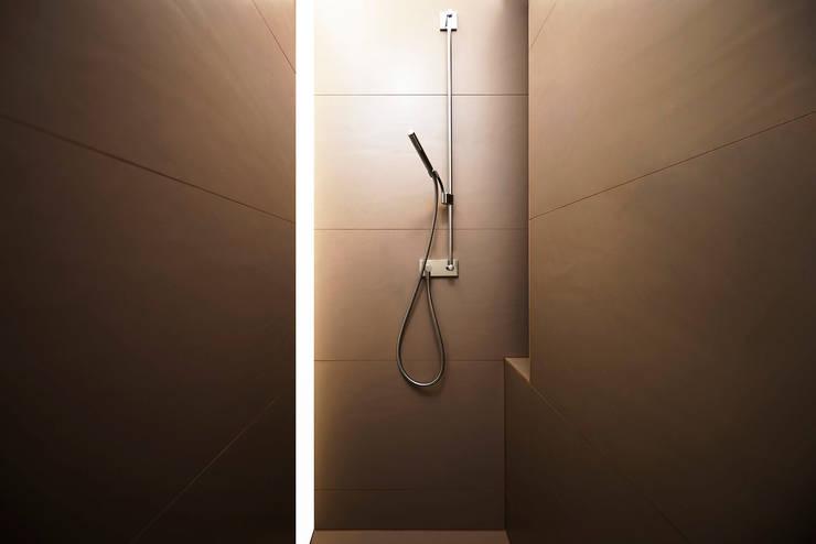 minimalistische Badkamer door spreeformat architekten GmbH