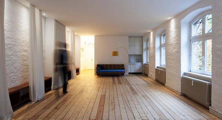 yogaloft:  Arbeitszimmer von spreeformat architekten GmbH