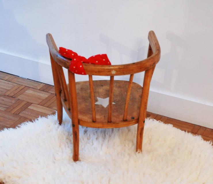 Jeanne, la petite chaise vintage: Chambre d'enfants de style  par Mademoiselle Minouchette