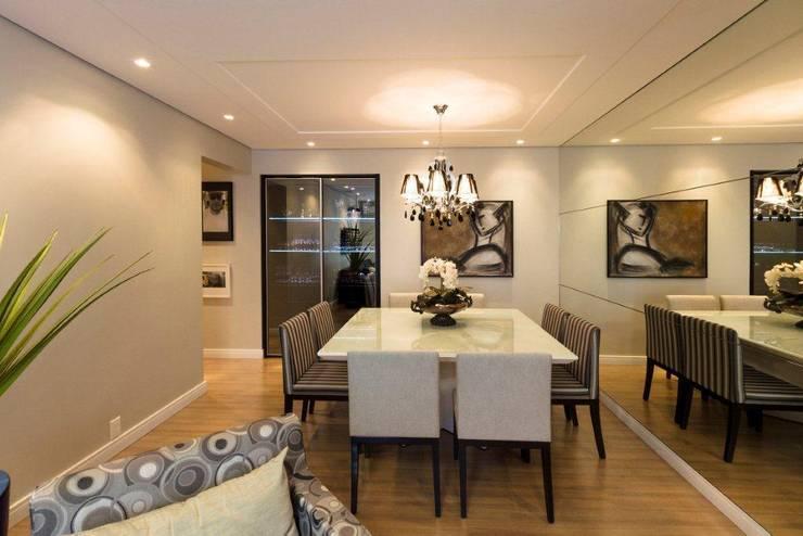 Projeto arquitetônico de interiores para residência unifamiliar. - (Fotos: Mariana Boro): Salas de jantar  por ArchDesign STUDIO
