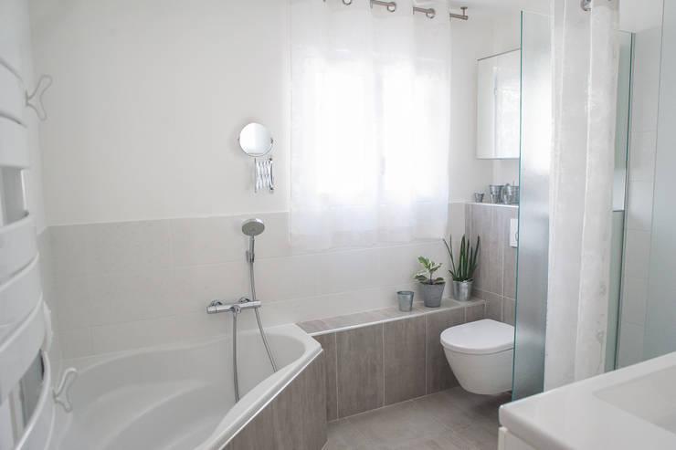 salle de bains et douche: Salle de bains de style  par B.Inside