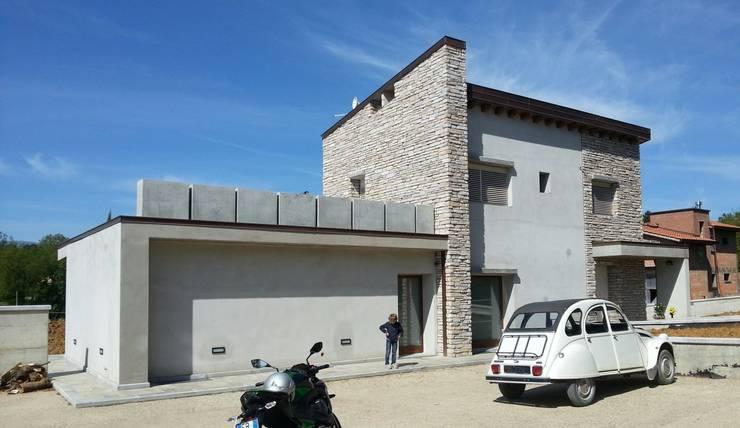 vista nord est: Case in stile  di TuscanBuilding - Studio tecnico di progettazione, Rustico
