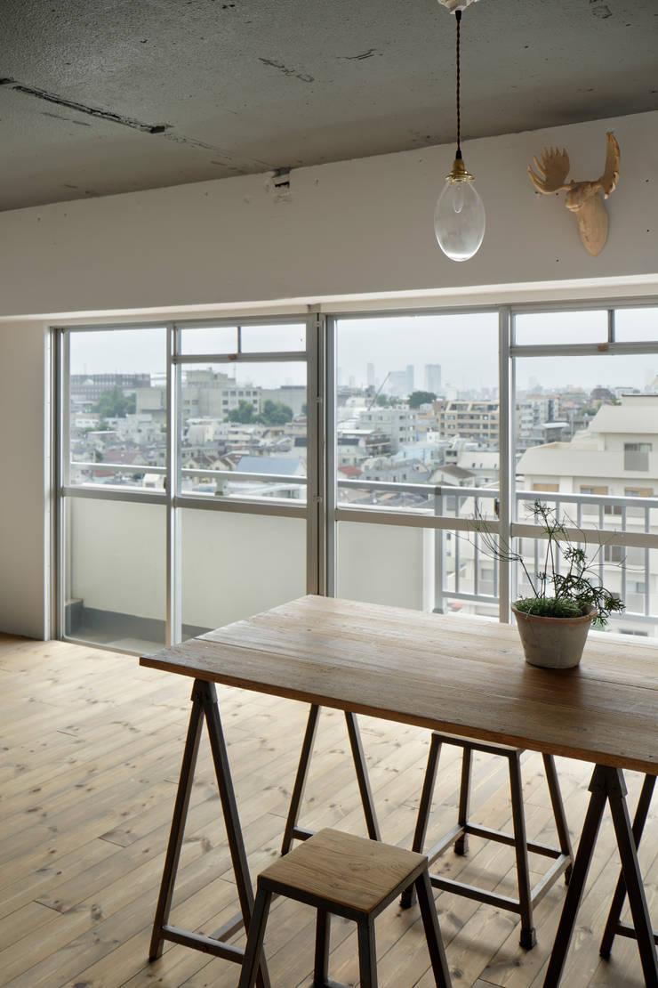 Dining room by 蘆田暢人建築設計事務所 Ashida Architect & Associates