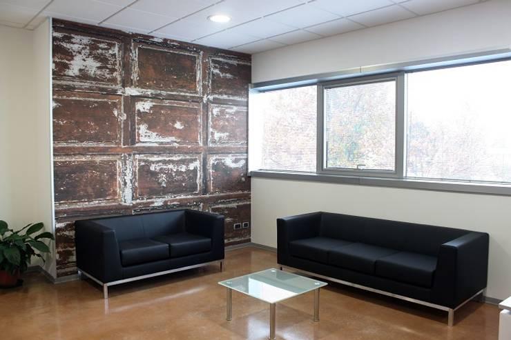 sala attesa: Complessi per uffici in stile  di OGARREDO, Moderno