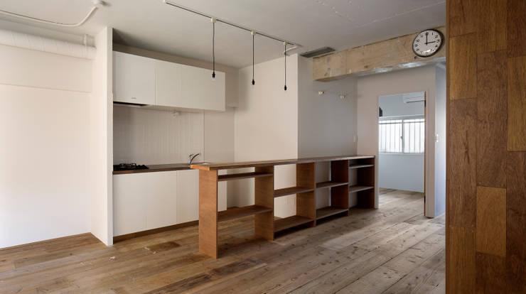 西葛西の住居: 蘆田暢人建築設計事務所 Ashida Architect & Associatesが手掛けたキッチンです。