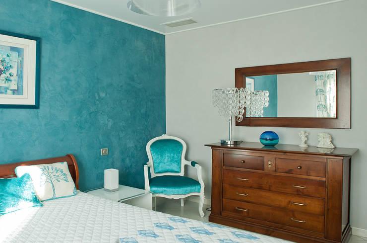 chambre: Chambre de style  par B.Inside