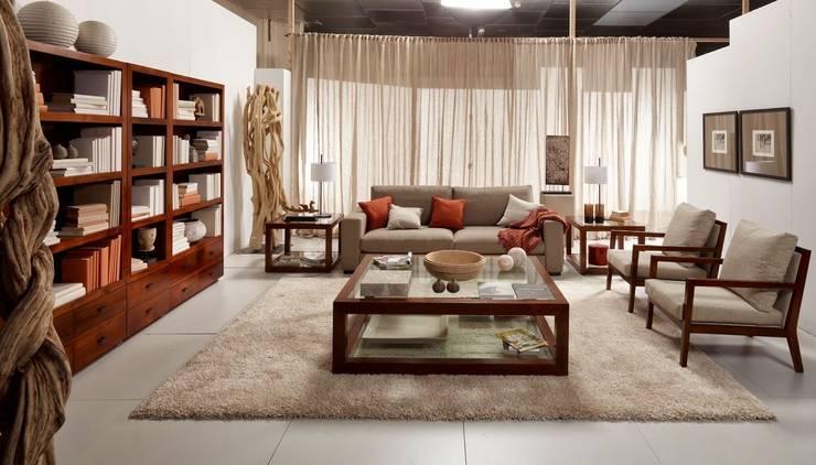SALÓN DE TEKA: Oficinas y Tiendas de estilo  de TILBURY DECORACIÓN