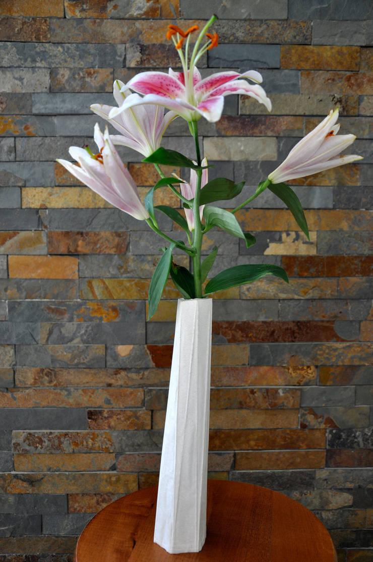 Vase série Totem: Maison de style  par Chauvin Amandine