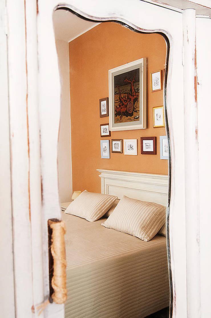 """Camera """"Alice"""": Hotel in stile  di Studio Giorgi Barbieri Architetti"""