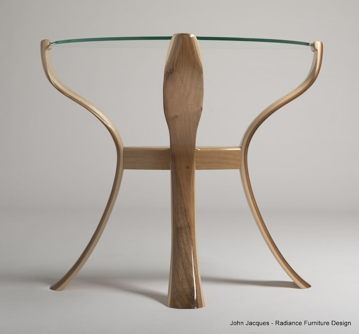 The Byrne Console Flower Table:  Living room by Radiance Furniture Design