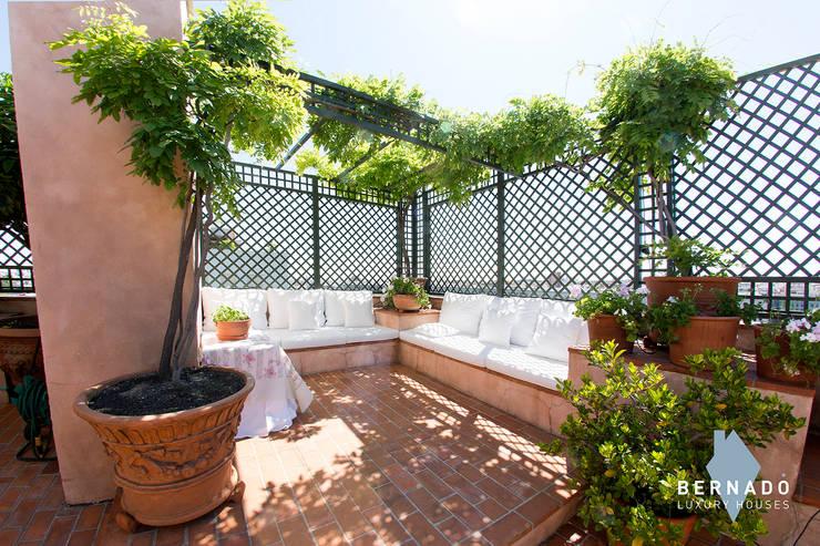 Zona chill out: Terrazas de estilo  de Bernadó Luxury Houses